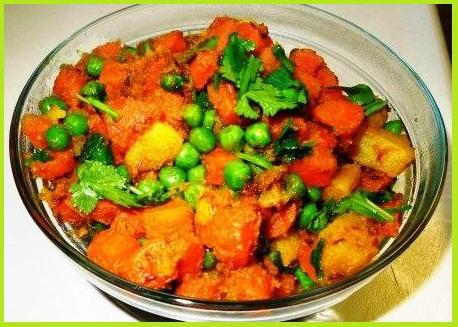 आलू गाजर मटर की सब्जी - Aalu Gazar Matar Ki Sabzi Recipe in Hindi