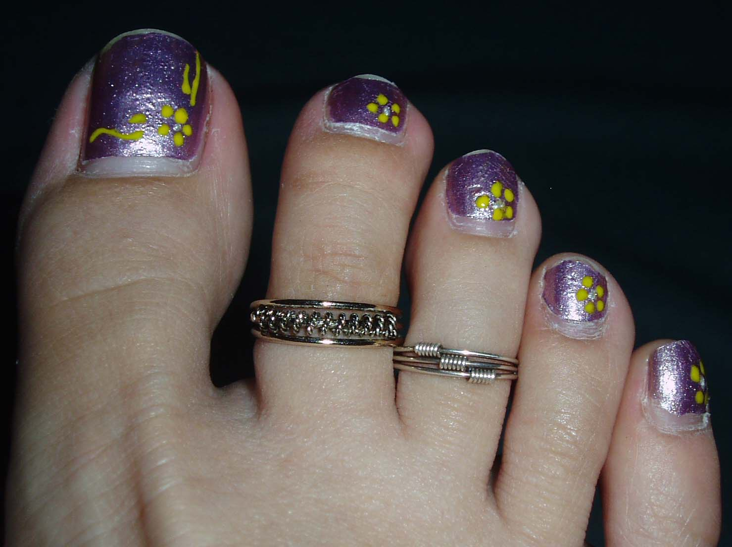 Well known Purple Nail Polish and Toe Ring Style | Girls Fashion Magazine ES23