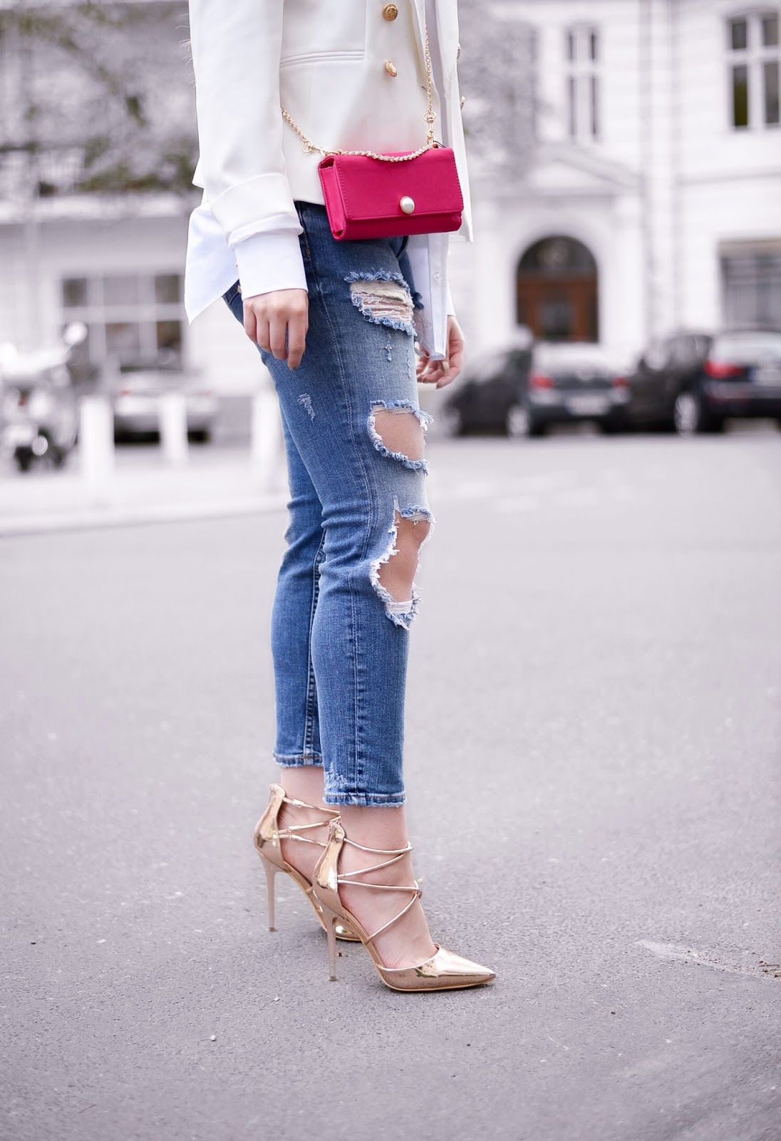 zara ripped jeans_zara pink clutch bag with pearls_pearl trend