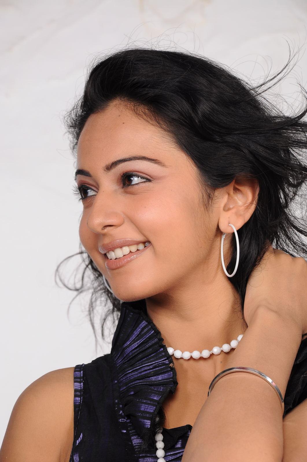 Rakul Preet Singh New Cute Photos