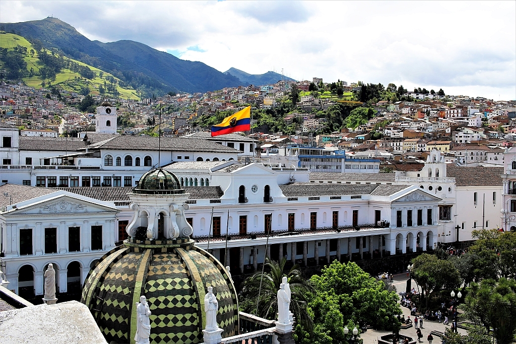 Ekwador. Nad dachami Quito.