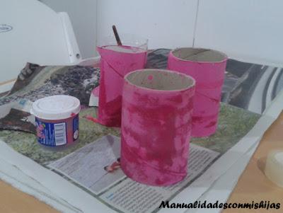 Brazalaletes-realizados-con-tubos-de-carton-rosa-princesas