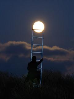 http://4.bp.blogspot.com/-QRcdkFNsFS8/T9p1U11i2TI/AAAAAAAAAXg/b79yRXSkpuo/s1600/moon_3.jpg