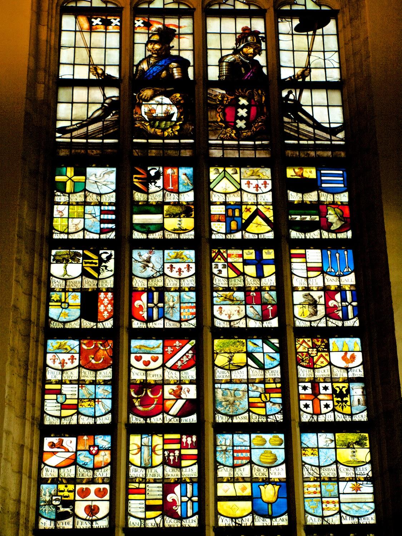 Escudos burgomaestres de Amsterdam en la Oude Kerk