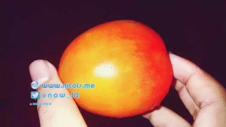 Buah tomat mengandung antioksidan Lycopene (Likopen) yang bisa menangkal radikal bebas lebih baik dari vitamin C