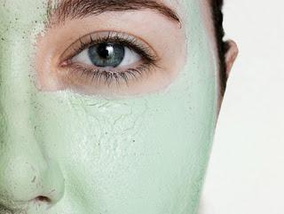 Récupérer la beauté du visage avec de l'argile: masque visage à l'argile