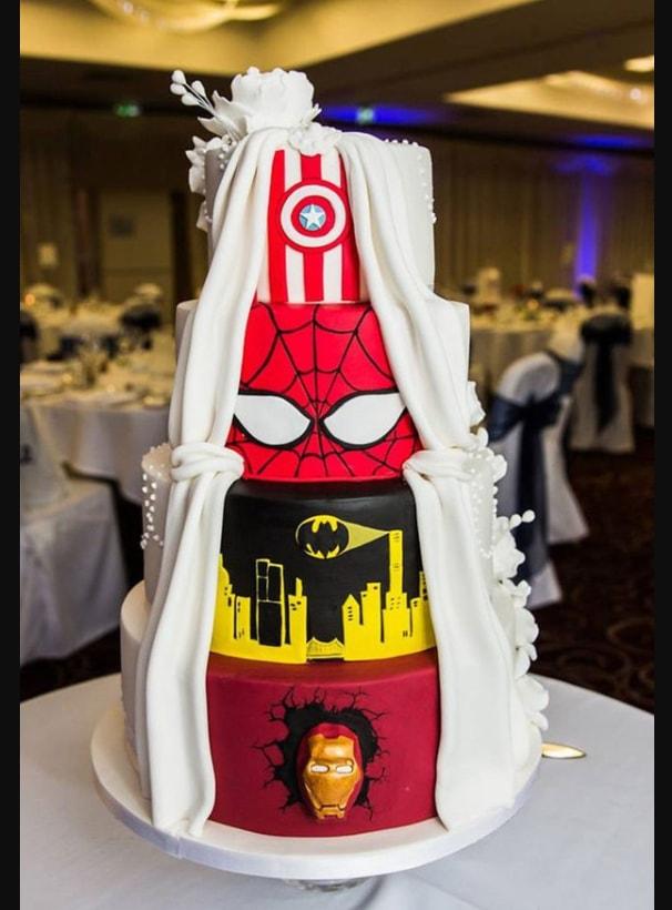 Kue Pengantin dengan Tema Super Hero