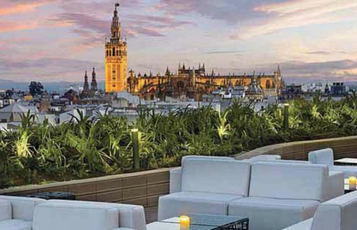 Vistas de la terraza Gourmet Experience Duque ECI Sevilla (La Catedral y la Giralda).