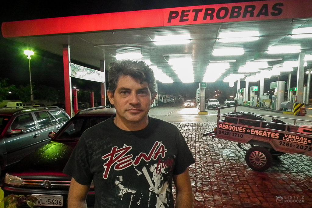 Eliel facet który nakarmił autostopowicza na stacji benzynowej Petrobras w Brazylii