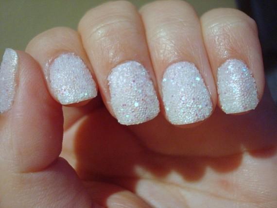 Para conseguir o efeito de açúcar cristal existem produtos específicos, mas o grande truque para quem quiser se arriscar é usar o Glitter