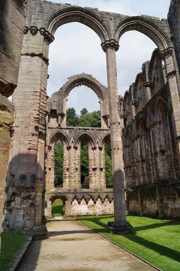 abadia fountains, fountains abbey, abadias cistercienses,cister,cister en Inglaterra, abadias inglesas, monasterios ingleses, monasterios medievales, English heritage, patrimonio humanidad