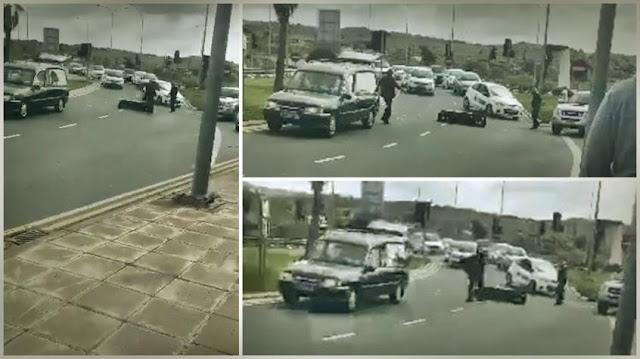 Φέρετρο έπεσε από τη νεκροφόρα στη μέση του δρόμου (βίντεο)