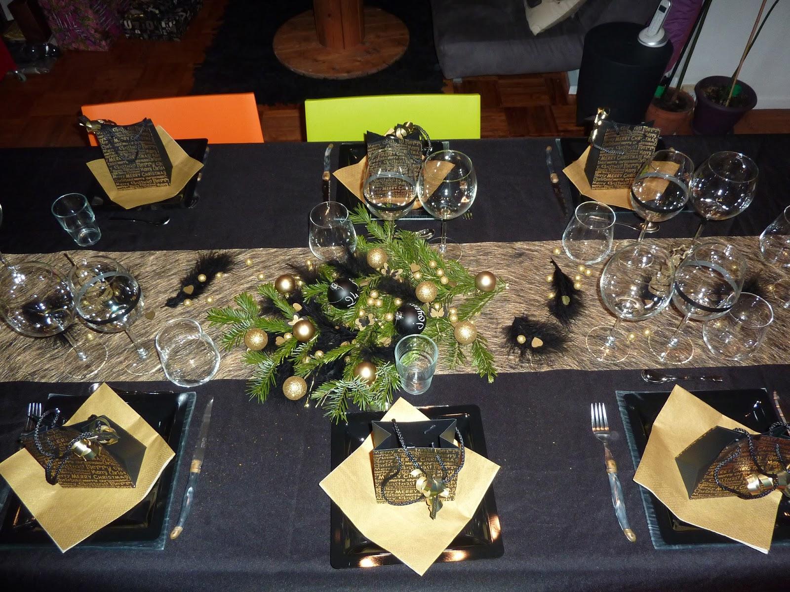 #AD551E Anelore Scrap&cie: Décoration De Table De Noël : Noir Et Or 6569 decoration table de noel noir et or 1600x1200 px @ aertt.com