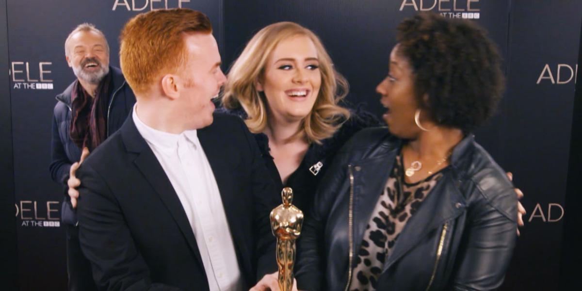 Adele s'amuse en faisant 'photobombs' de ses fans pour eux donner une surprise