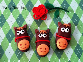 These delightful horse face cookies are easy to make and are absolutely perfect for the Kentucky Derby celebrations and parties.