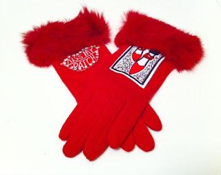 kırmızı eldiven aplike