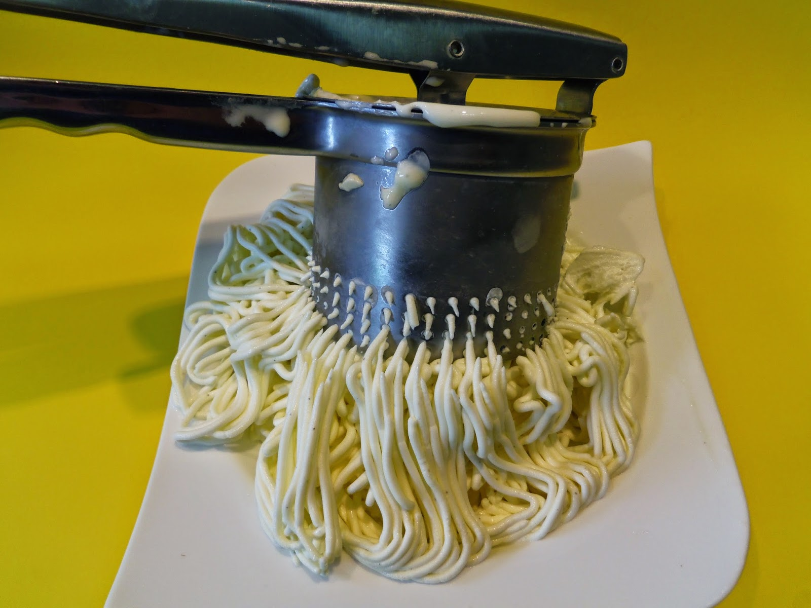 spaghetti eis selber machen eis selber machen mit der haushaltseismaschine. Black Bedroom Furniture Sets. Home Design Ideas