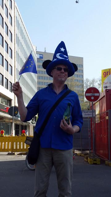 http://www.rp-online.de/nrw/staedte/duesseldorf/tausende-europa-befuerworter-demonstrierten-in-nrw-aid-1.6715127
