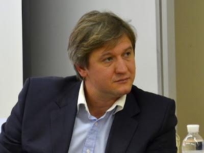 Гройсман відчитав міністра за листи-скарги Заходу