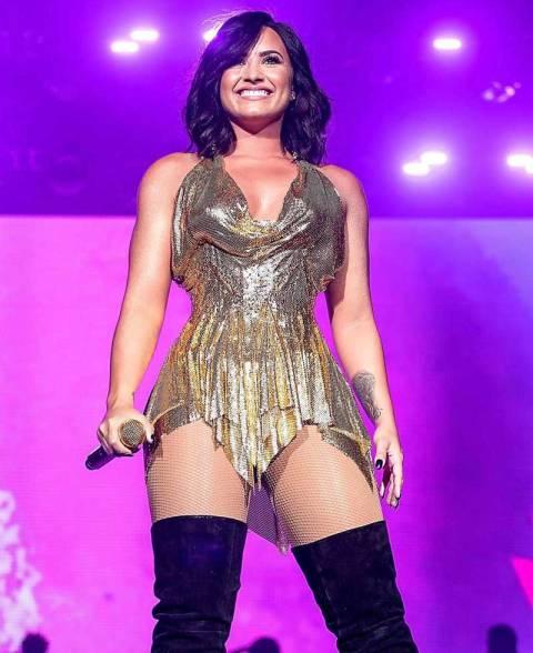 El escote de Demi Lovato enciende Instagram