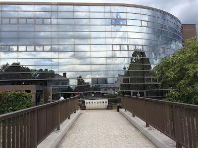 松本市中央図書館外観写真