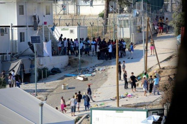FT: Σχέδιο της ΕΕ για τη μεταφορά χιλιάδων μεταναστών από τα ελληνικά νησιά λόγω... Ιντλίμπ