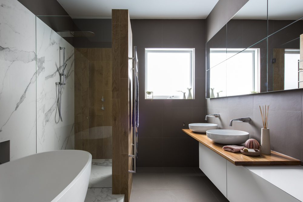 Charmant This Main Bathroom Come Powder Room For Guests Has All Boxes Ticked. Strong  Bold Design Statement, Soft Ambient Lighting And A Great User Friendly  Layout.