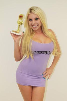 Britney Amber pinggul indah manis dan lucu