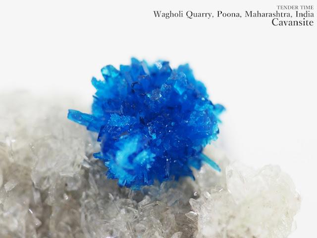 カバンサイト カバンシ石 Cavansite Wagholi Quarry, Poona, Maharashtra, India