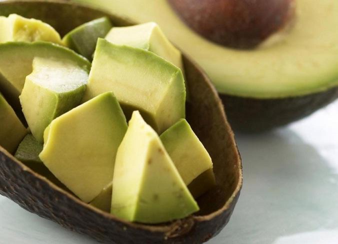 Tahukah Anda cara makan buah Alpukat yang Benar?