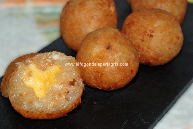 Croquetas de yuca rellenas de queso