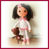 Muñeca en pijama amigurumi