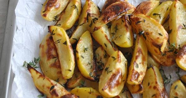 Patate al forno con salsina alle erbe