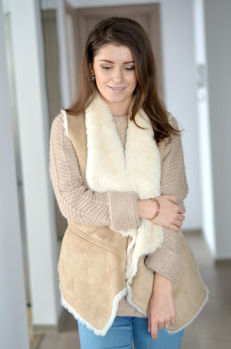 beige camel faux fur vest for autumn winter outfit