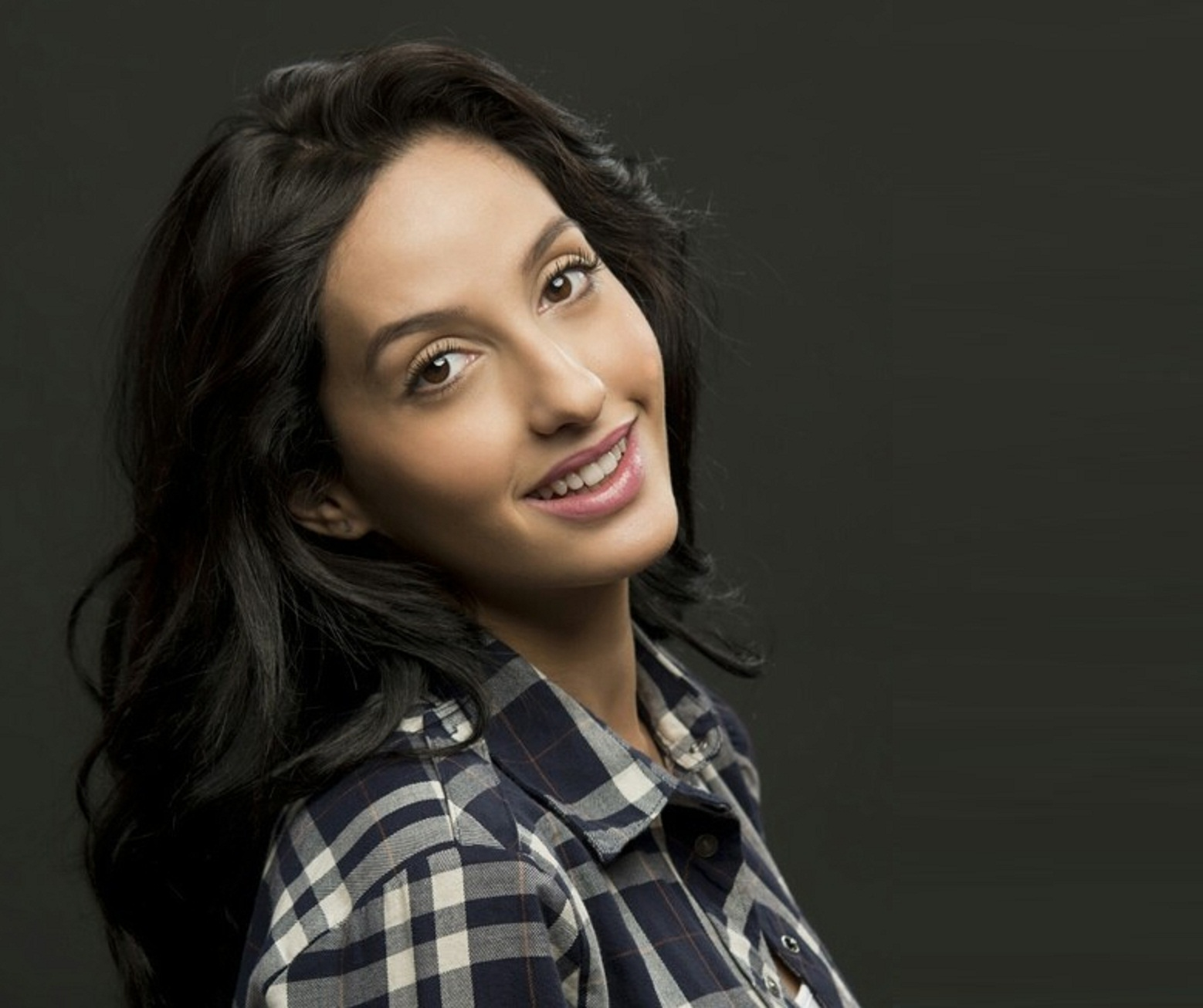 Nora: Nora Fatehi Wallpapers Free Download