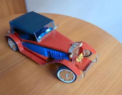 O MP Lafer original era feito com carroceria de fibra de vidro, mas esta miniatura é feita com lata de óleo.