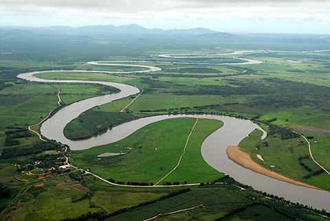 Rio Ribeira de Iguape que da origem ao nome Vale do Ribeira