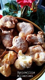 Naja, damit die Stimmung nicht kippt, gibt´s mal wieder was Süßes. Und ich dachte, zur Weihnachtszeit (tückisches Wort für meine Tastatur) passt ja eigentlich ganz gut was mit Apfel und so...aber überall gibt es Bratäpfel...wo ich auch hinschaue. Deswegen gibt es bei mir - richtig - keine. Stattdessen habe ich ein tolles und einfaches Rezept für gebackene Apfelringe :)