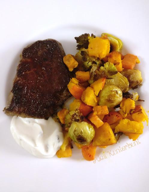 Buntes Ofengemüse mit Knoblauchdip und Steak von Ala's Kunterbunt.