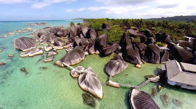 Alif Stone Park, Pantai dengan Taman Batuan yang Menakjubkan