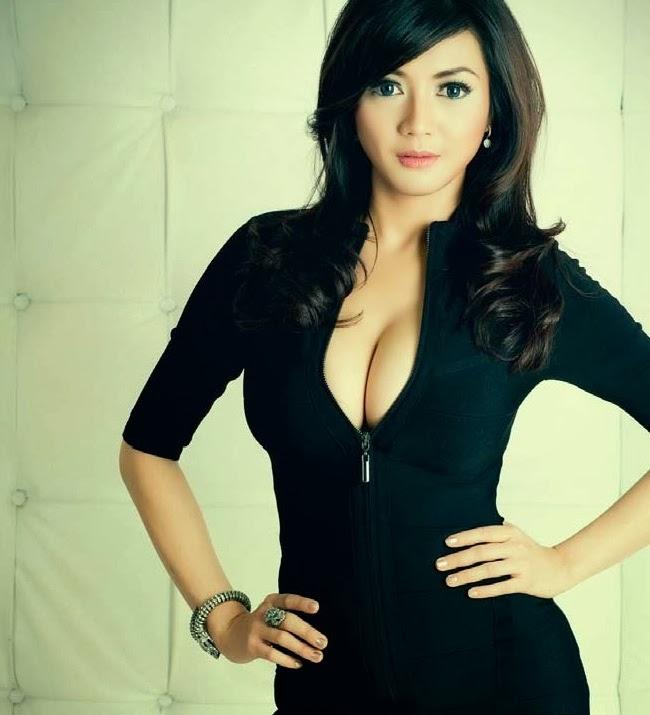 Artis Indonesia Yang Berani Tampil Vulgar