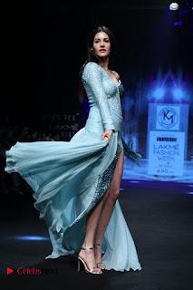 Actress Amyra Dastur Walk On Ramp for Designer Karn Malra at LFW Summer 2017  0014.jpg