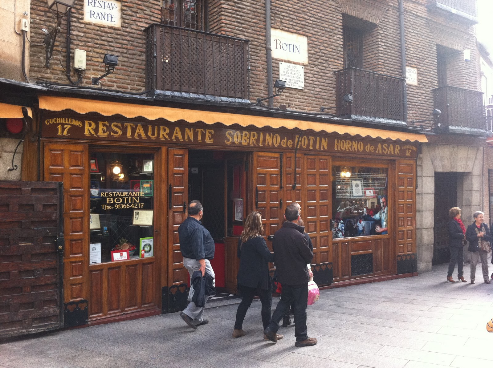 16 reasons to pack your suitcase and take a vacay in spain for Casa botin madrid