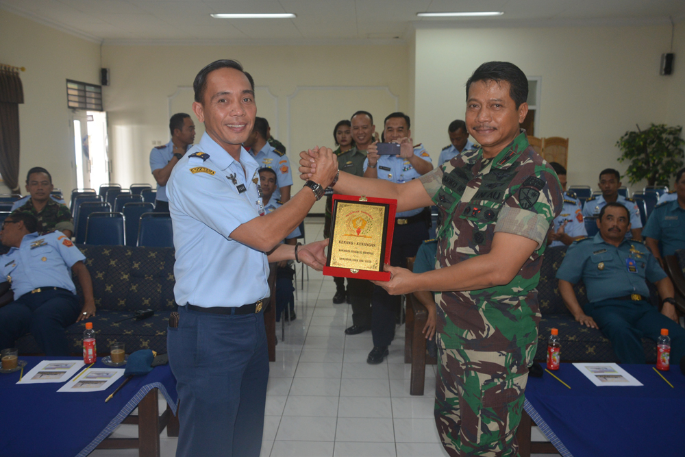 Kegiatan uji dinamis oleh Tim Dinas Penelitian dan Pengembangan TNI Angkatan Udara di Pangkalan Udara Abdulrachman Saleh, Malang