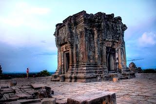 6. Kuil Phnom Bakheng