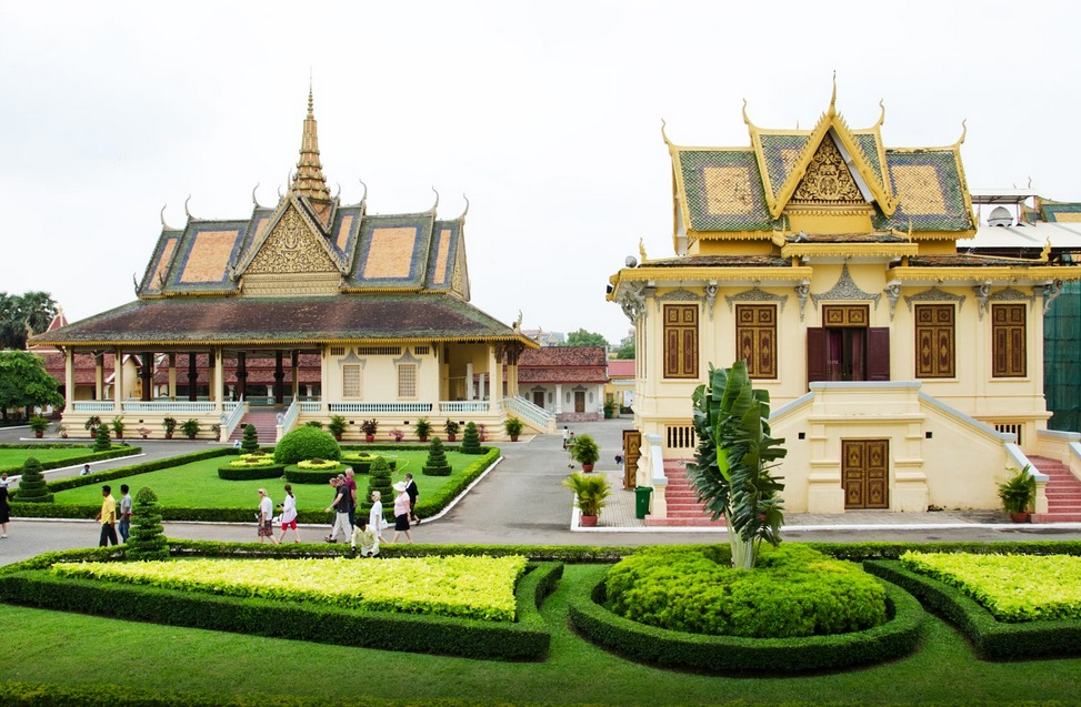royal palace of Phnom Penh - cambodianprivatetours.com