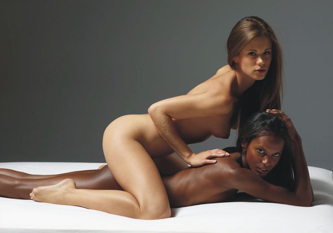 Мулатка и белая лесби, порно фильмы русские лесбиянки писают