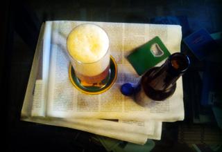 Cerveza y periódico