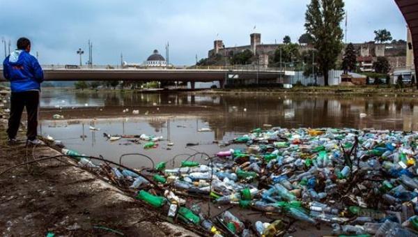 ONU: Habrá más plástico que peces en los océanos para 2050