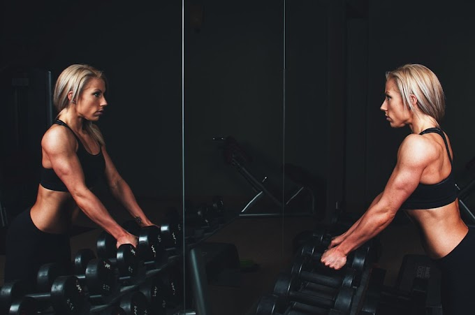 ¿Agua o bebidas isotónicas en tus dietas fitness?